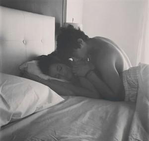 black-and-white-couple-kiss-love-favim-com-3201085